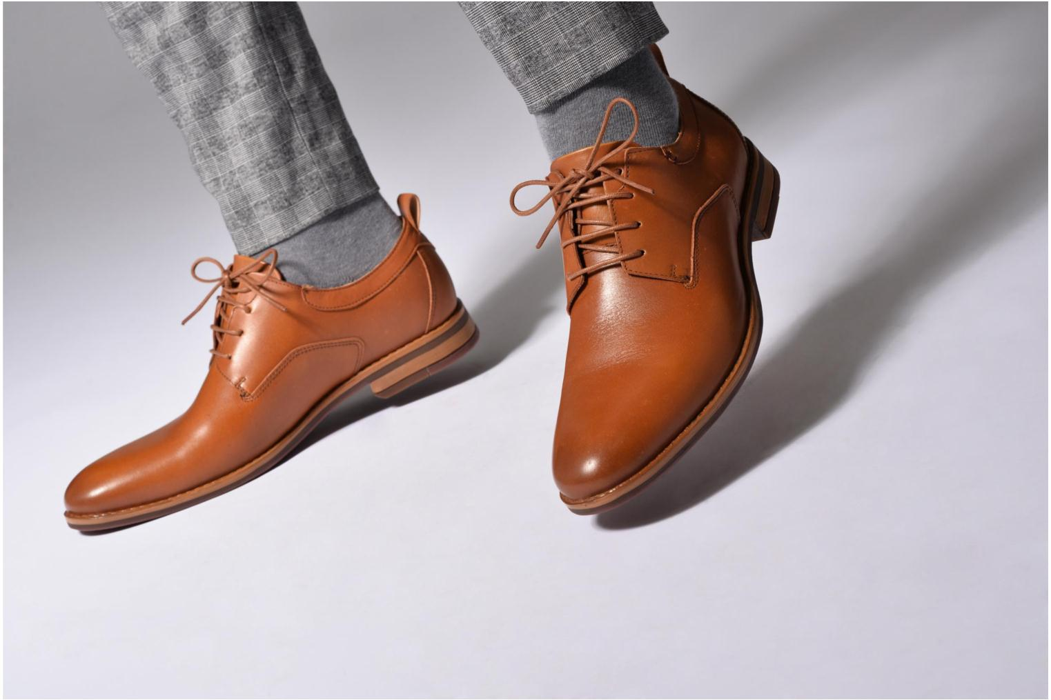 Lace-up shoes Mr SARENZA Scano Brown view from underneath / model view