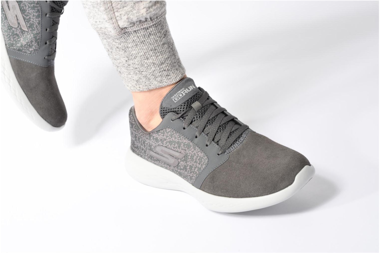 Chaussures de sport Skechers Go run 601 Gris vue bas / vue portée sac