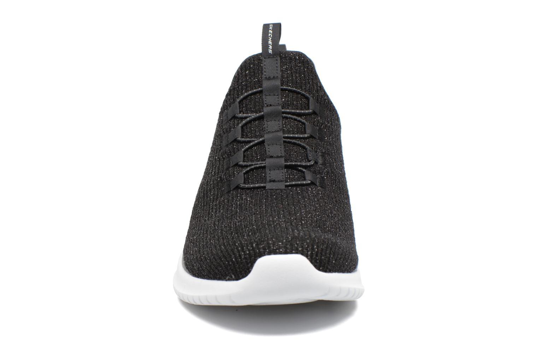 Sportssko Skechers Ultra Flex Sort se skoene på