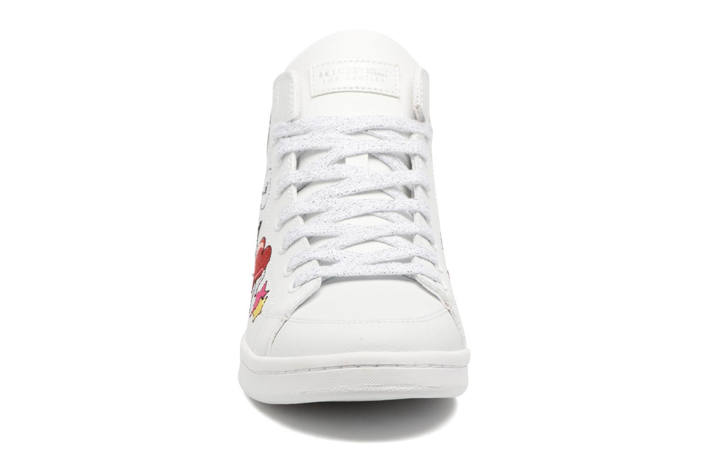 Baskets Skechers Omne So L.A. Blanc vue portées chaussures
