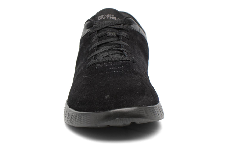 Baskets Skechers On-the-go Glide Sharp Noir vue portées chaussures