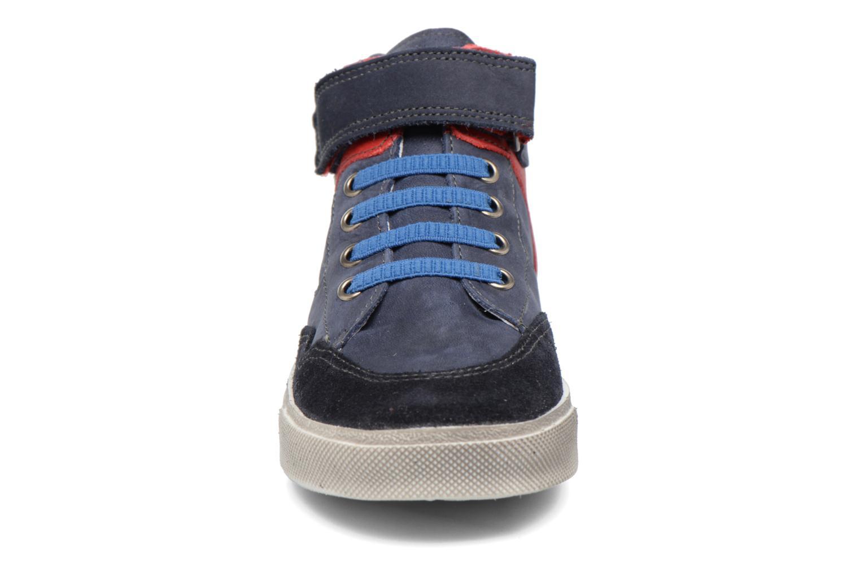 Sneakers Babybotte Karamel Azzurro modello indossato