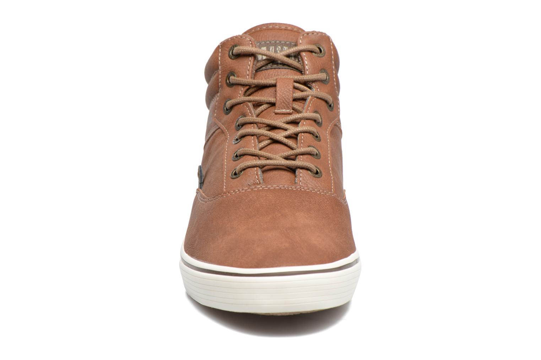 Baskets Mustang shoes Panomé Marron vue portées chaussures