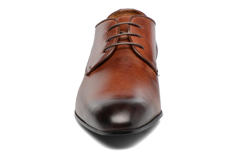 Scarpe con lacci Marvin&Co Northam Marrone modello indossato