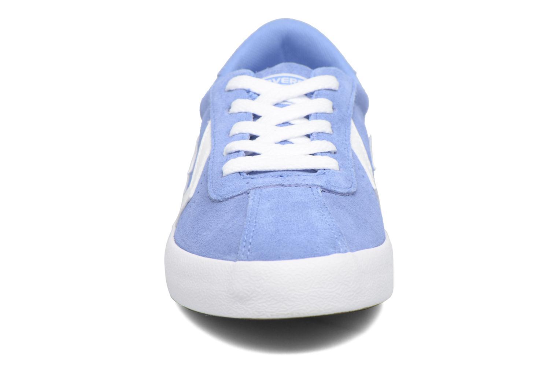 Sneakers Converse Breakpoint Suede Ox Azzurro modello indossato