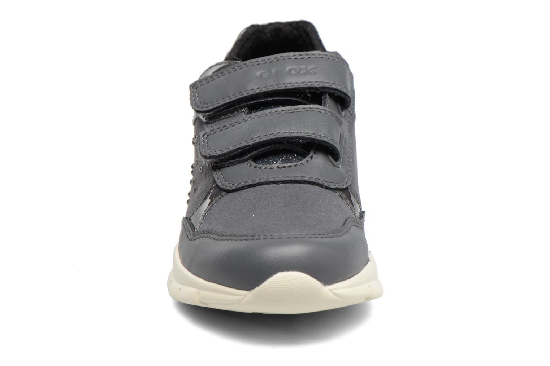 Baskets Geox J Sukie G. B J743GB Gris vue portées chaussures