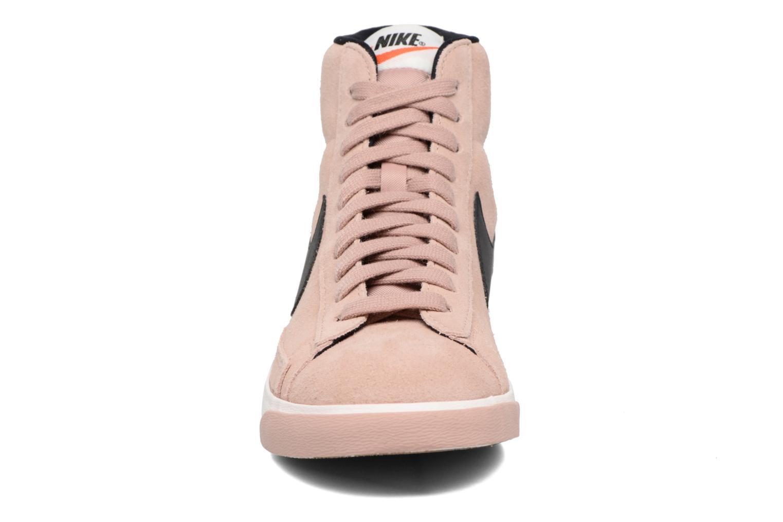 Baskets Nike Wmns Blazer Mid Vntg Suede Rose vue portées chaussures