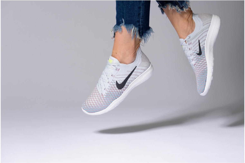 Sportschuhe Nike Wmns Nike Free Tr Flyknit 2 rosa ansicht von unten / tasche getragen