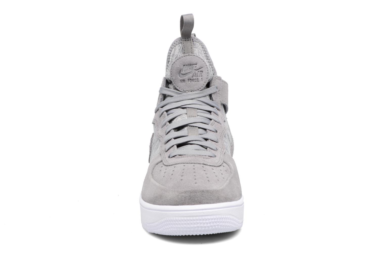 Baskets Nike Air Force 1 Ultraforce Mid Prm Gris vue portées chaussures