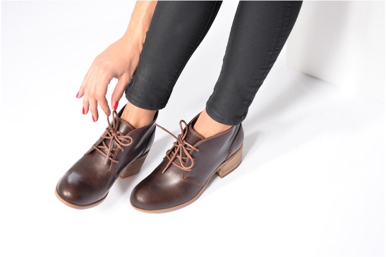 Chaussures à lacets Clarks Maypearl Flora Marron vue bas / vue portée sac