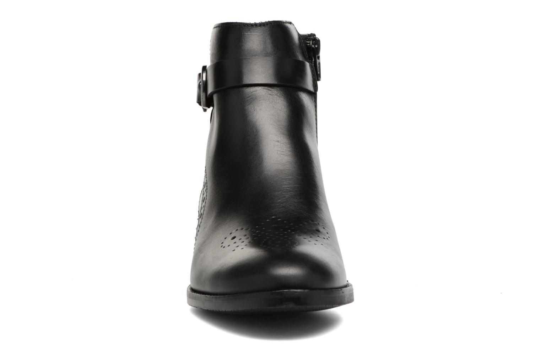 Boots en enkellaarsjes Clarks Netley Olivia Zwart model