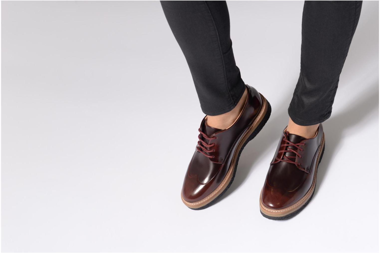 Chaussures à lacets Clarks Zante Zara Bordeaux vue bas / vue portée sac