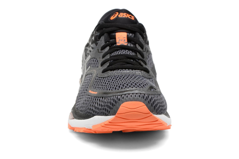 Chaussures de sport Asics Gel-Cumulus 19 Gris vue portées chaussures