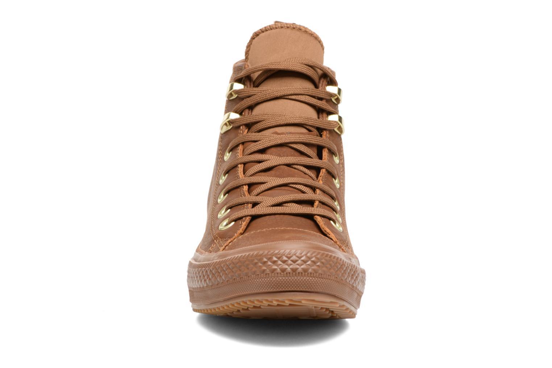 Baskets Converse Chuck Taylor WP Boot WP Nubuck Hi Marron vue portées chaussures