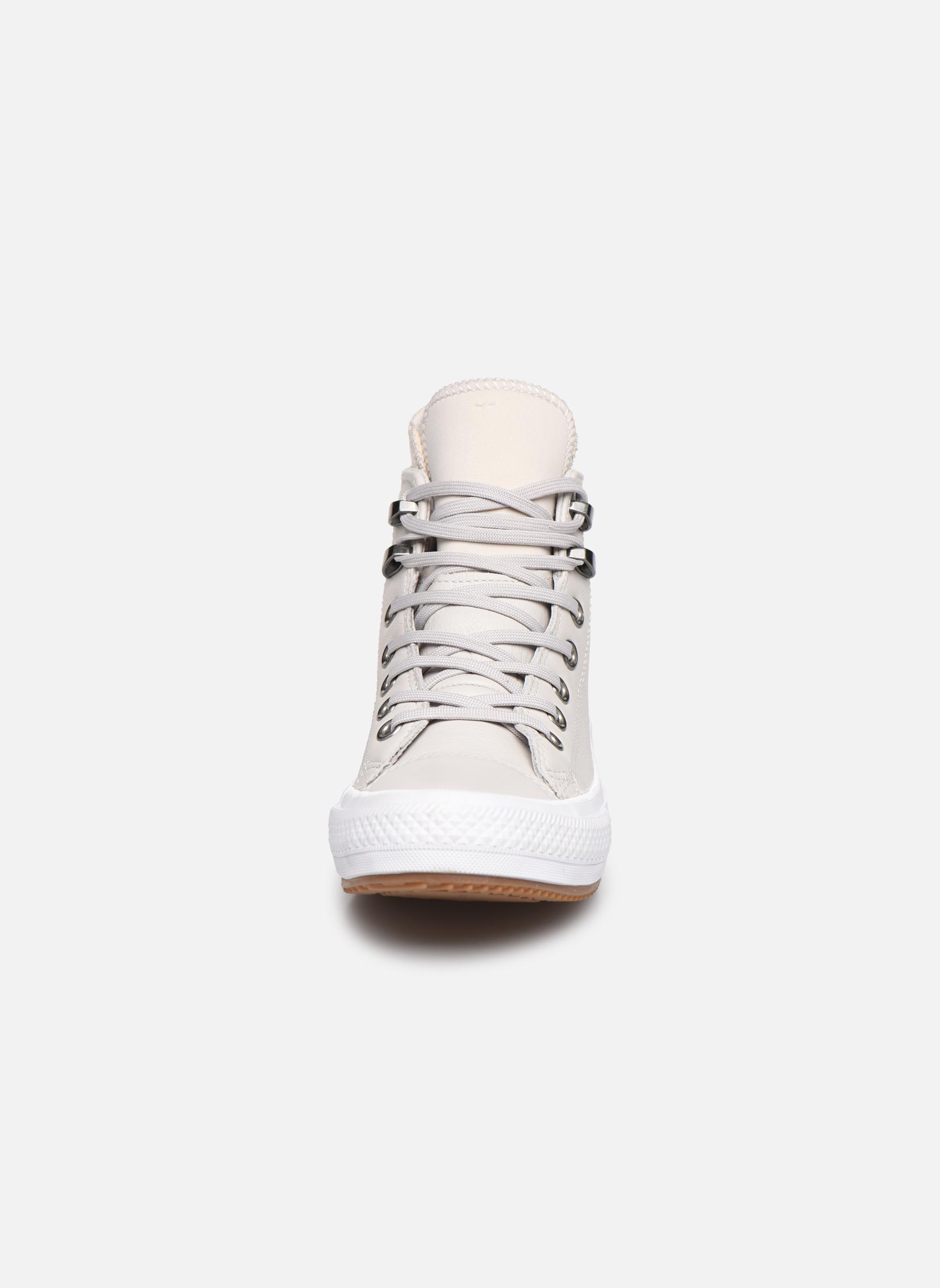 Baskets Converse Chuck Taylor WP Boot WP Leather Hi Gris vue portées chaussures