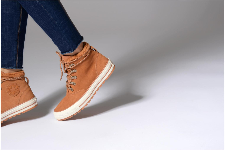 Bottines et boots Converse Chuck Taylor All Star Ember Boot Suede + Fur Hi Noir vue bas / vue portée sac