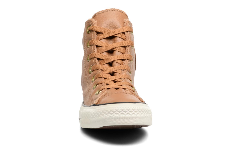 Baskets Converse Chuck Taylor All Star Leather + Fur Hi Marron vue portées chaussures