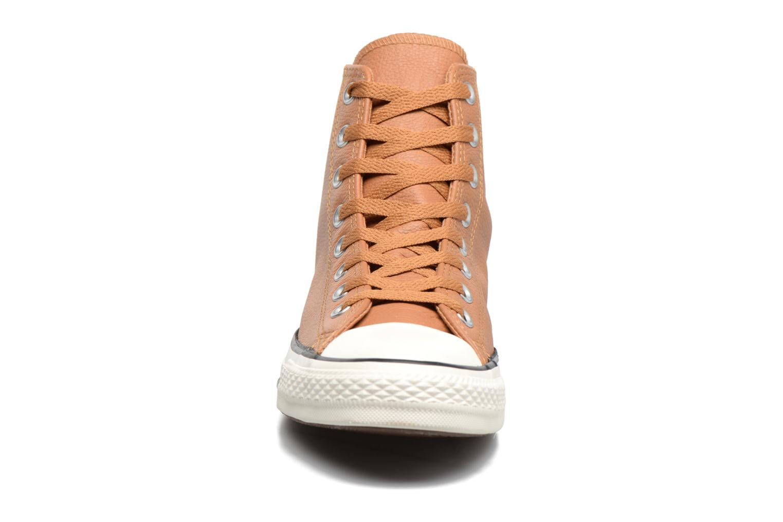 Baskets Converse Chuck Taylor All Star Tumble Leather Hi Marron vue portées chaussures