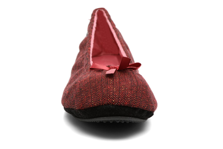 Chaussons Isotoner Ballerine chevron lurex Bordeaux vue portées chaussures