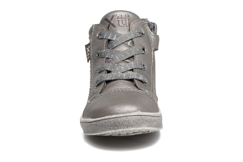 Baskets Xti Brini 53913 Gris vue portées chaussures