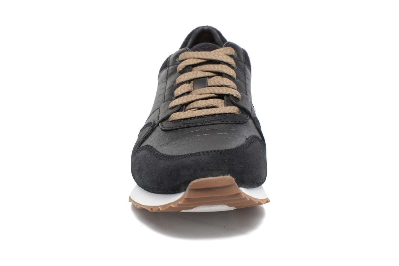 Baskets UGG Trigo Noir vue portées chaussures