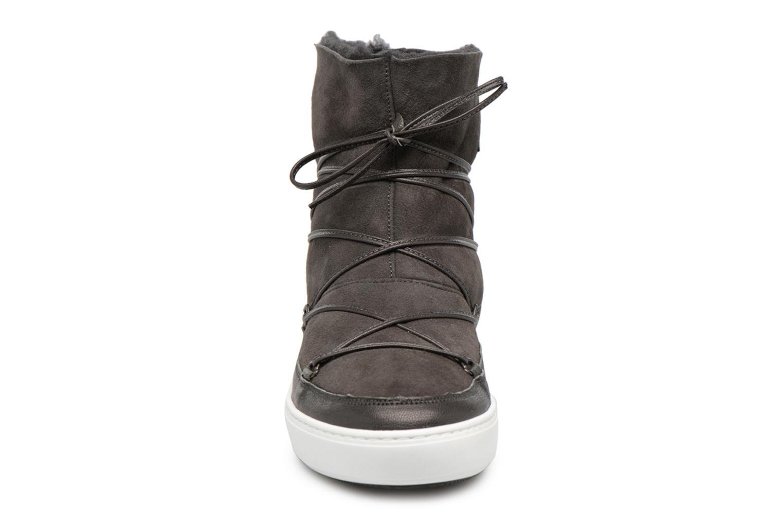 Scarpe sportive Moon Boot Pulse low shearling Grigio modello indossato