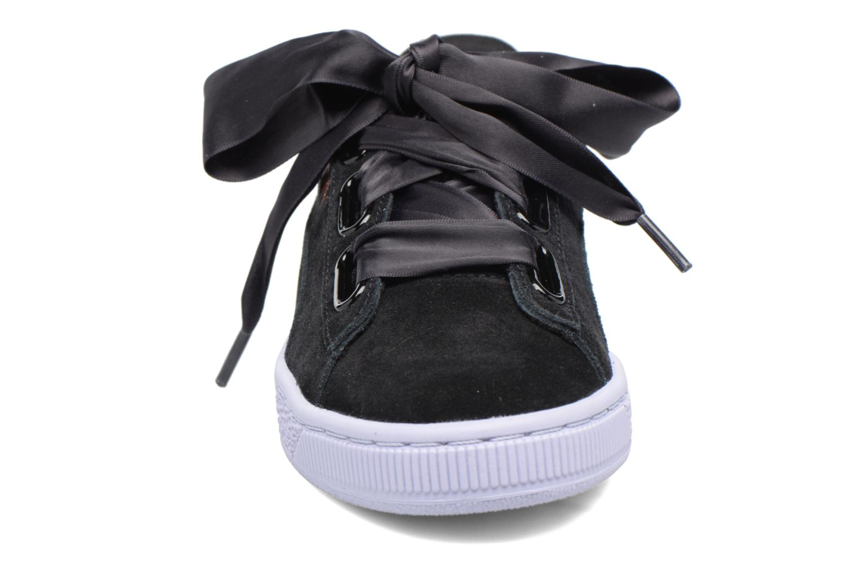 Baskets Puma Wns Suede heart Vr Noir vue portées chaussures