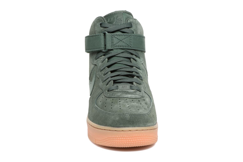 Baskets Nike Air Force 1 High '07 Lv8 Suede Vert vue portées chaussures