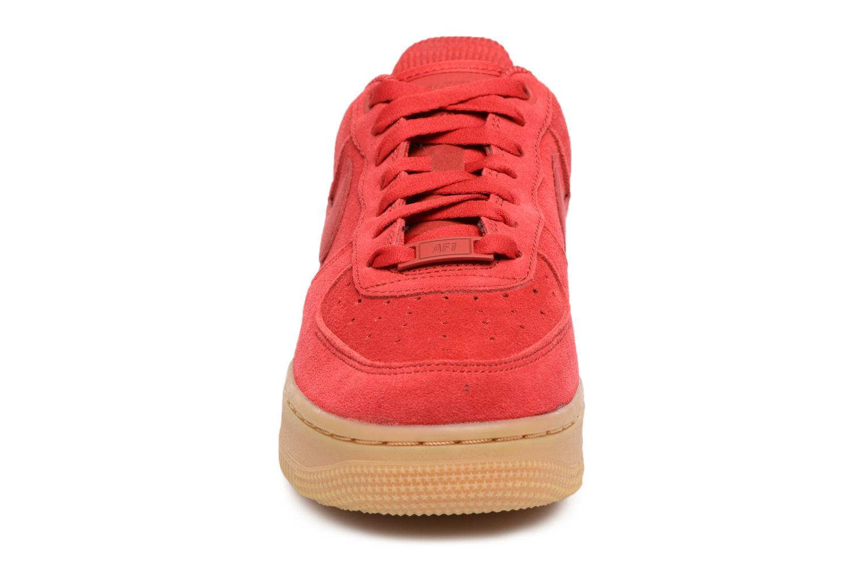 Baskets Nike Wmns Air Force 1 '07 Se Rouge vue portées chaussures