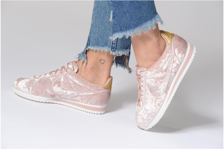 Baskets Nike Cortez Velvet Rose vue bas / vue portée sac