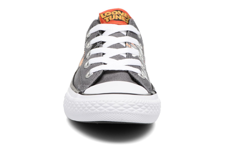 Baskets Converse Chuck Taylor All Star Ox Looney Tunes Noir vue portées chaussures