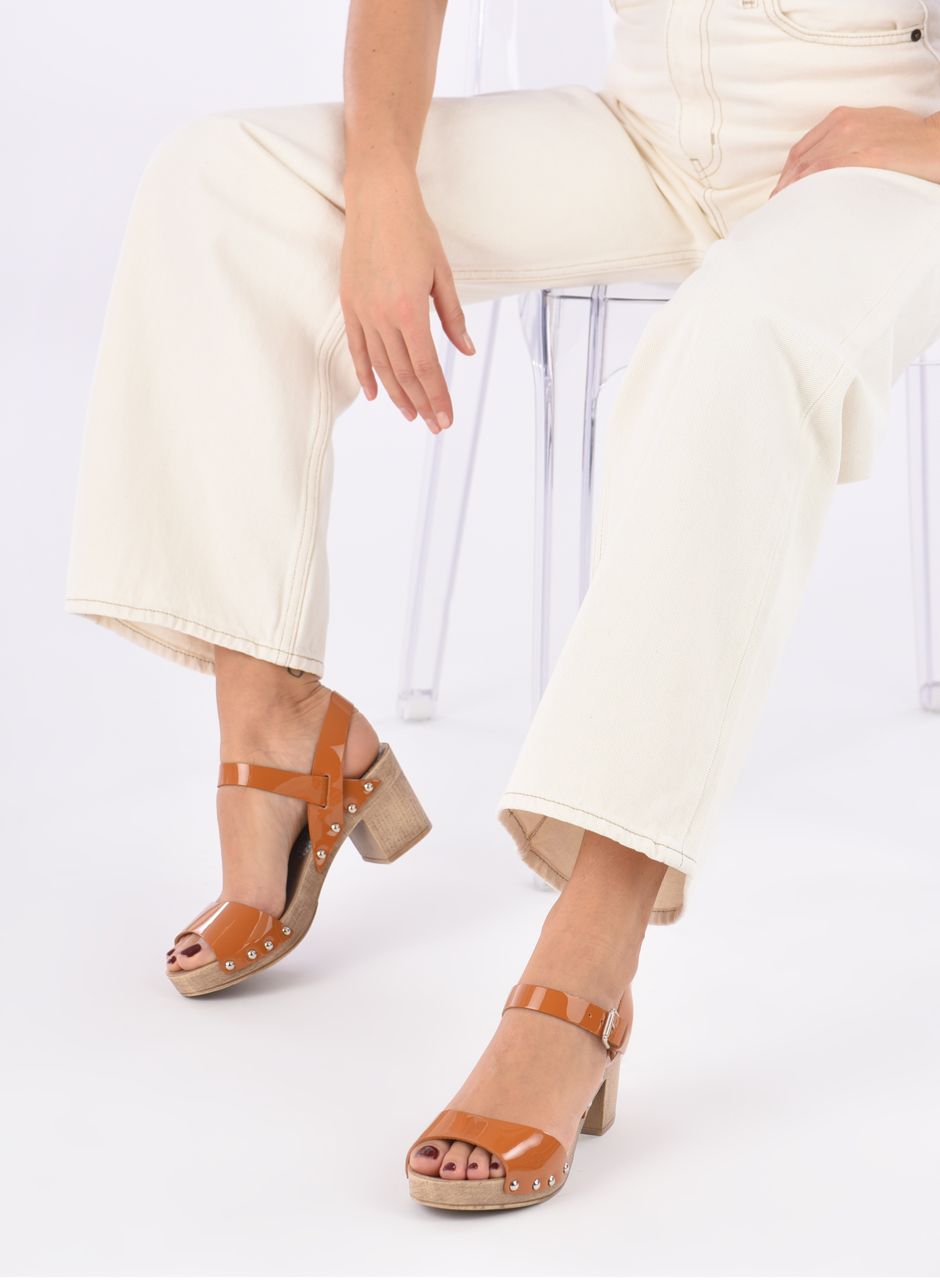 Sandals Ippon Vintage Sok colors Brown view from underneath / model view
