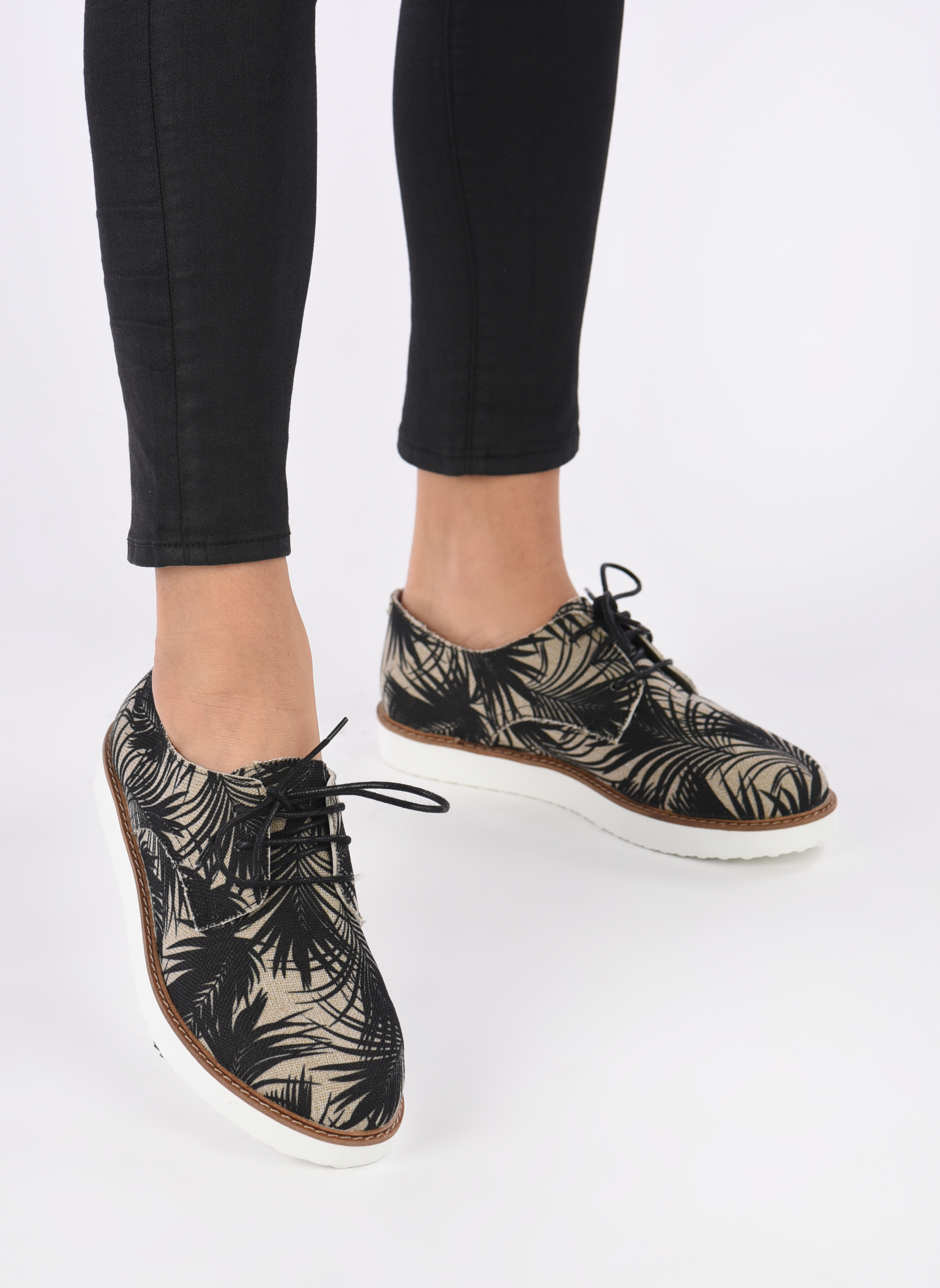 Lace-up shoes Ippon Vintage James tropic Multicolor view from underneath / model view