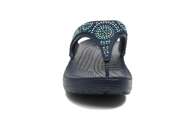Sandales et nu-pieds Crocs Sloane Beaded Flip Bleu vue portées chaussures