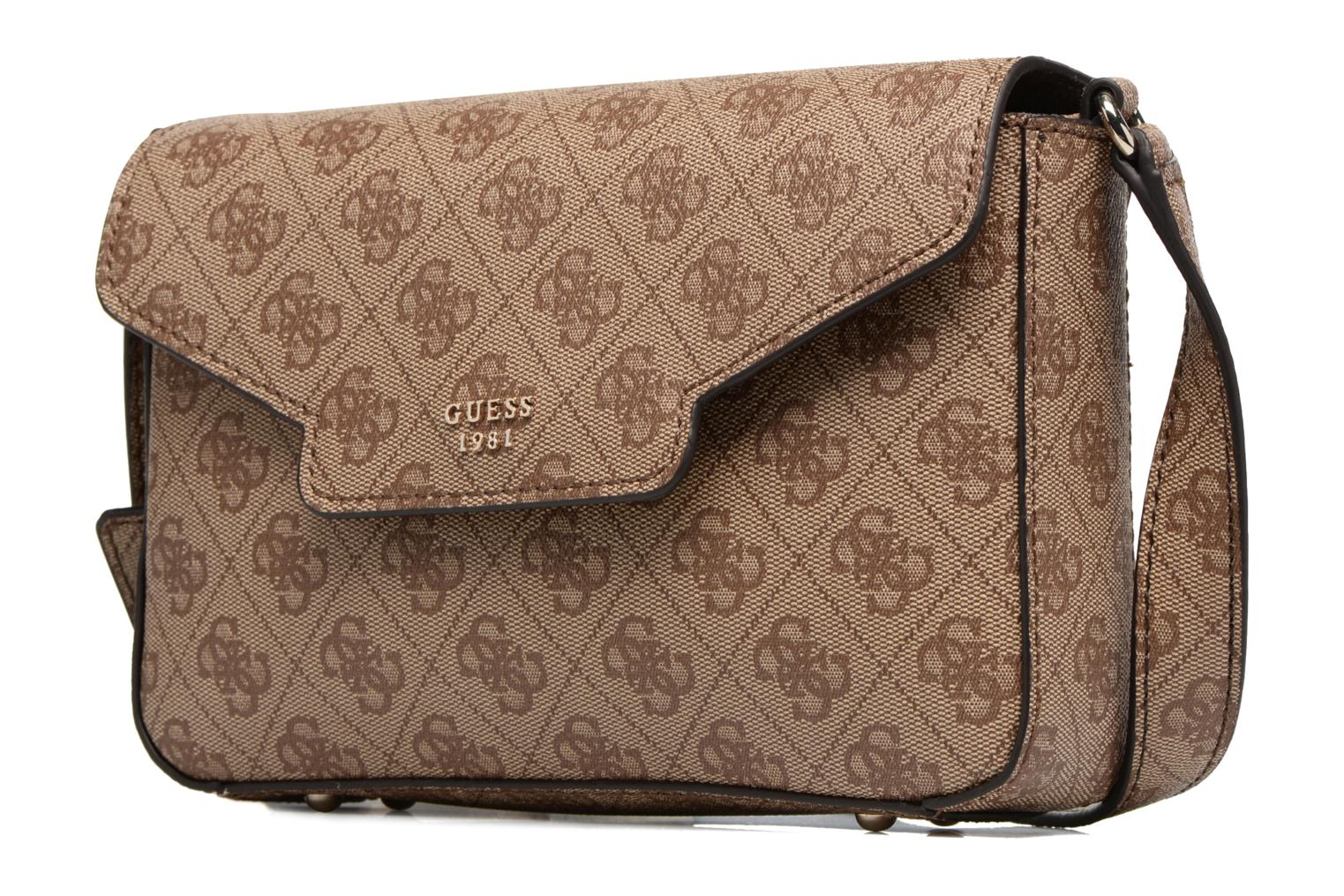 Borse Guess Joleen Crossbody Flap Marrone modello indossato
