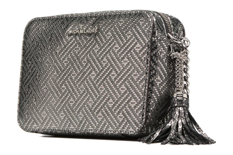 Bolsos de mano Michael Michael Kors Ginny MD Camera Bag Plateado vista del modelo