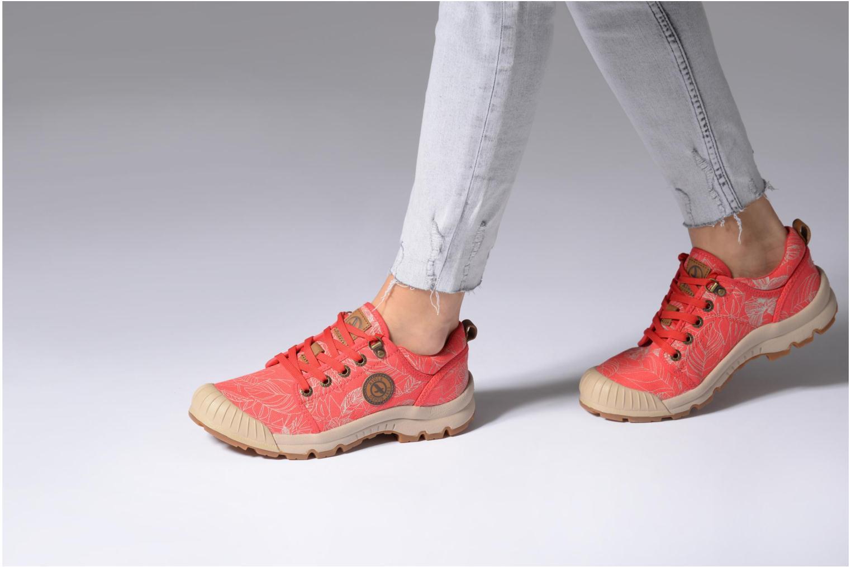 Chaussures de sport Aigle Tenere Light Low W CVS Print Rose vue bas / vue portée sac