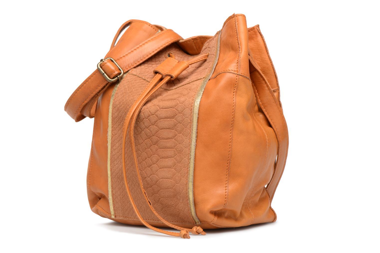 Sacs à main Pieces Imi Leather Tighten Bag Marron vue portées chaussures