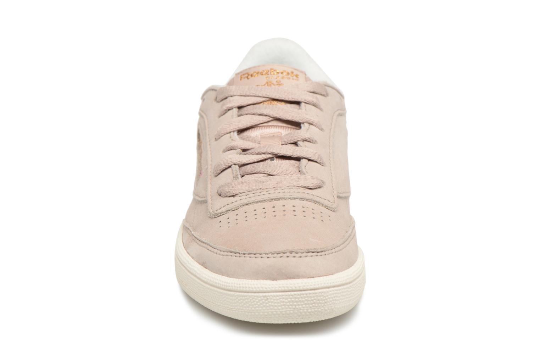 Baskets Reebok Club C 85 Vtg Beige vue portées chaussures