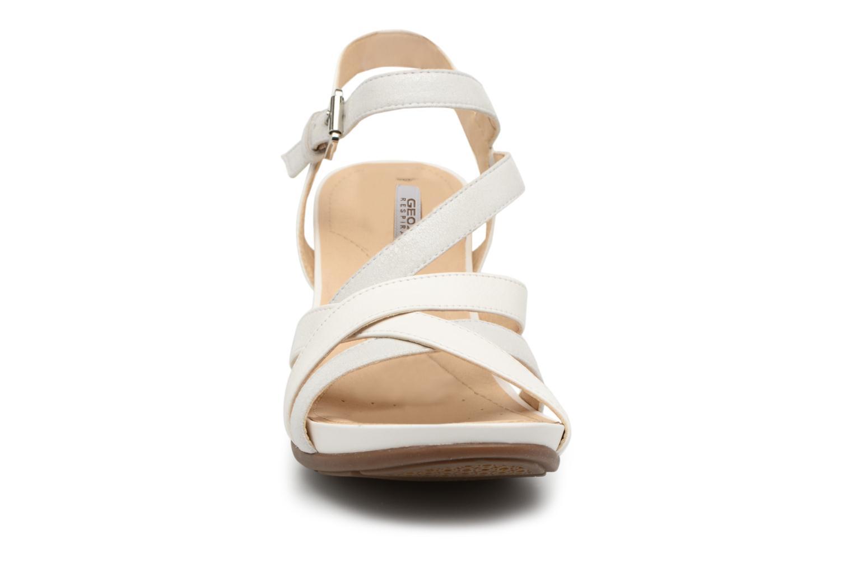 Sandales et nu-pieds Geox D DOROTHA C D828TC Blanc vue portées chaussures
