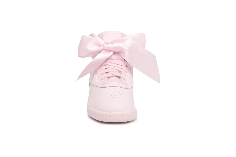 Baskets Reebok F/S Hi Satin Bow C Rose vue portées chaussures