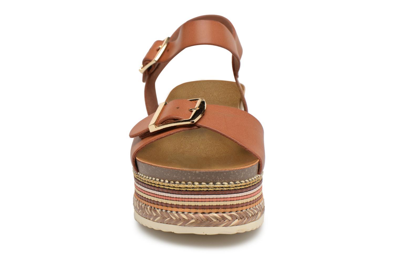 Sandales et nu-pieds Refresh Yelo Marron vue portées chaussures