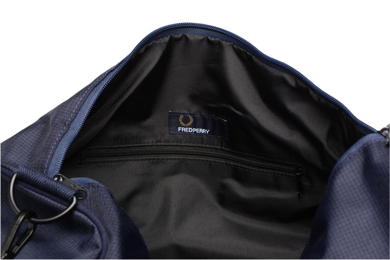 Sporttaschen Fred Perry Checked Twill Barrel bag blau ansicht von hinten