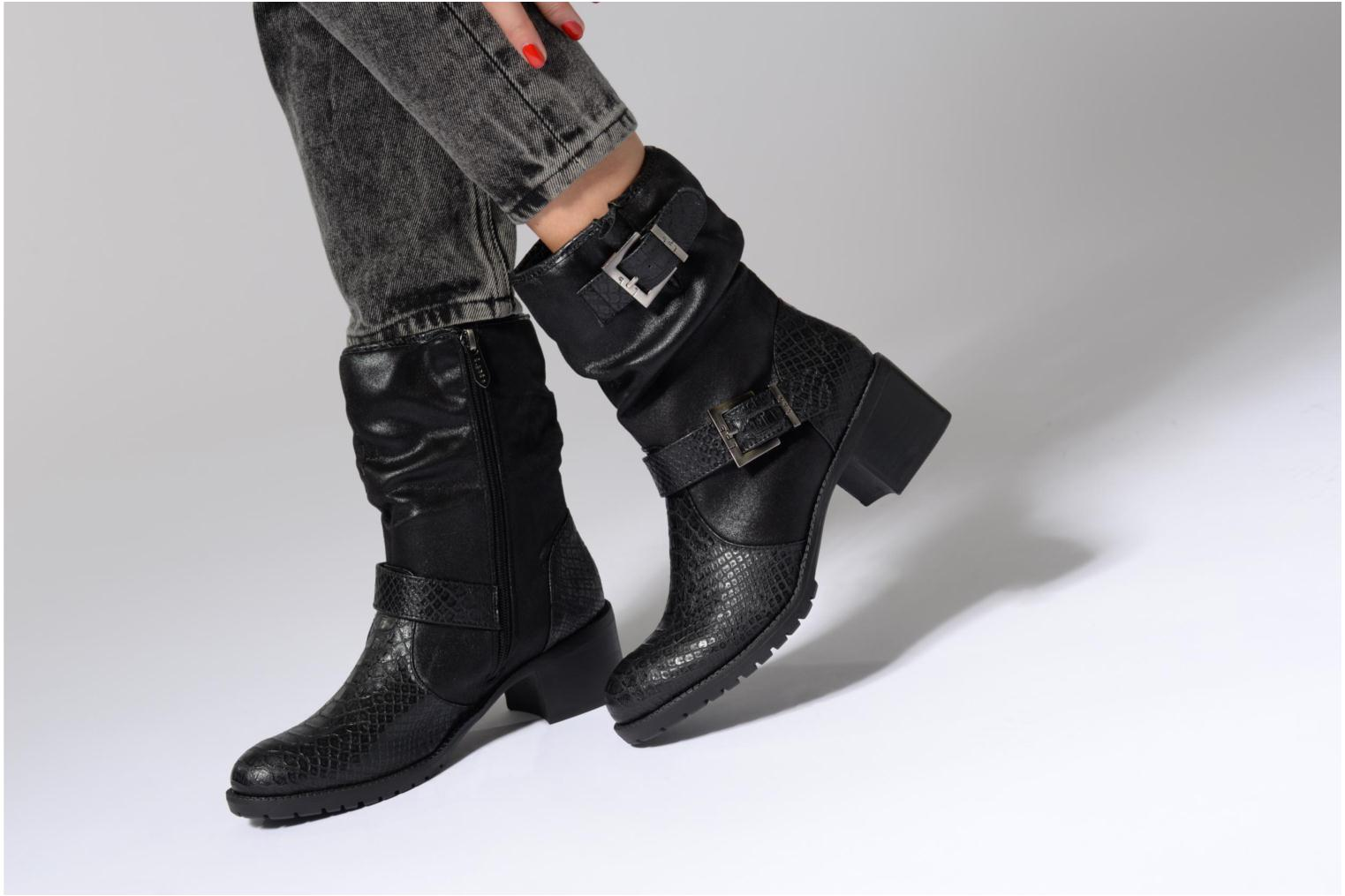 Ankle boots Les P'tites Bombes ELINA 4 Black view from underneath / model view