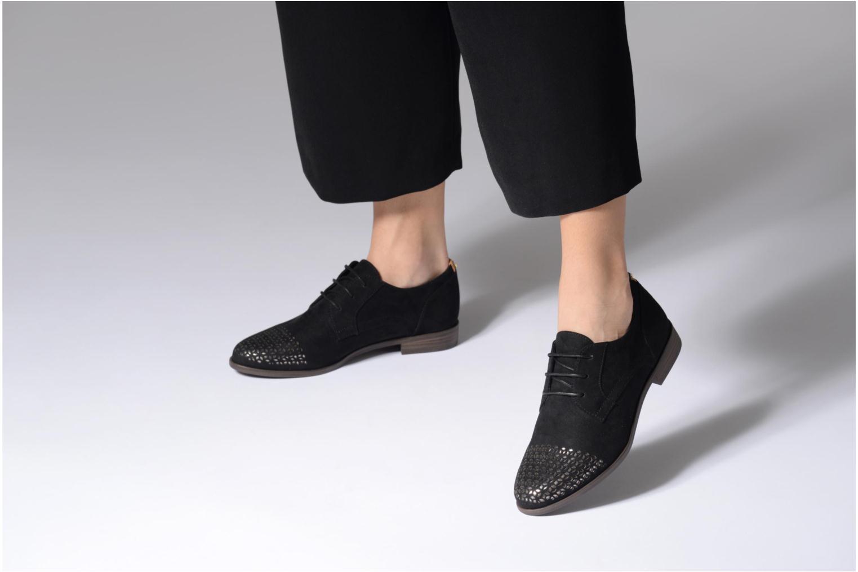 Chaussures à lacets Tamaris Romarin Noir vue bas / vue portée sac
