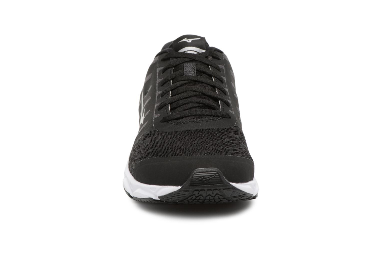 Chaussures de sport Mizuno MIZUNO EZRUN Noir vue portées chaussures