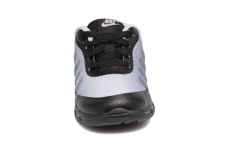 Baskets Nike Air Max Invigor Print (Td) Gris vue portées chaussures