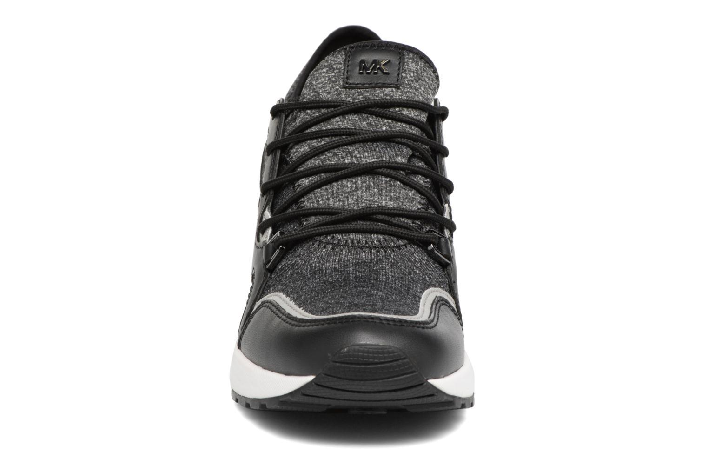 Sneakers Michael Michael Kors Scout trainer 43F6SCFS3D Nero modello indossato