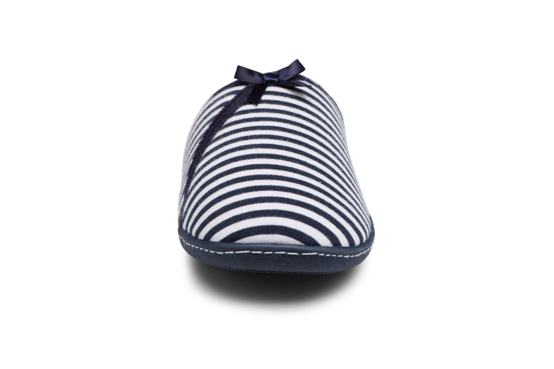 Chaussons Isotoner Mule semelle ergonomique Bleu vue portées chaussures