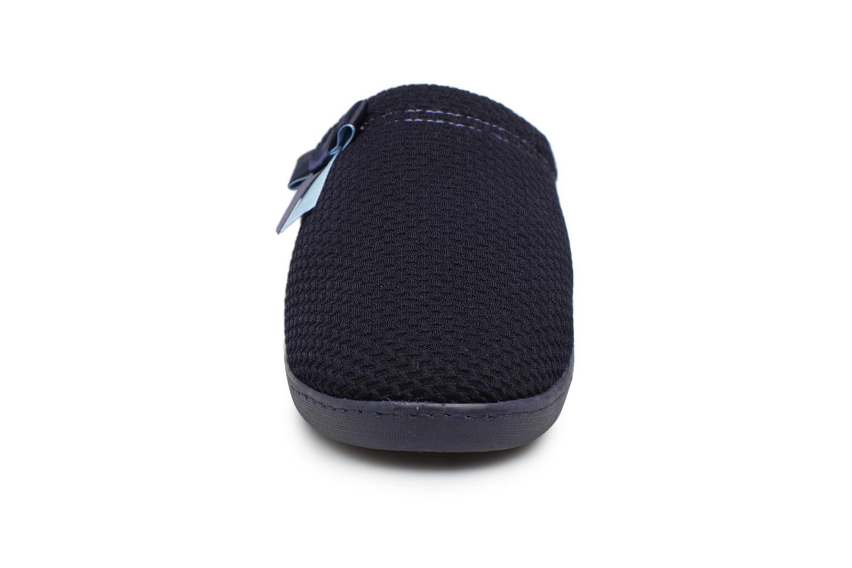 Chaussons Isotoner Mule nid d'abeille Bleu vue portées chaussures